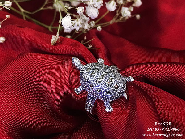 Nhẫn bạc hình rùa đính đá nghệ thuật lấp lánh