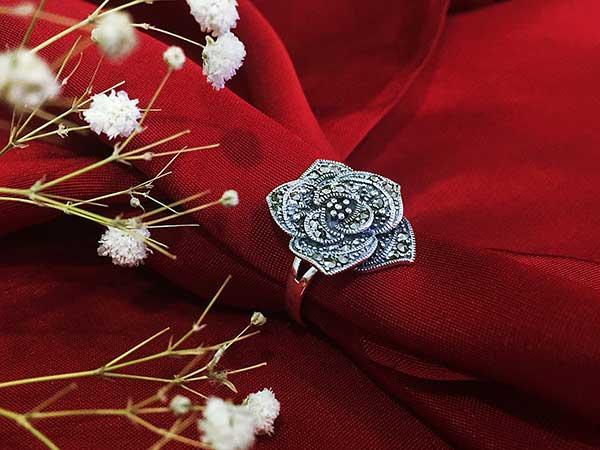 Nhẫn bạc nữ hình hoa hồng nhiều cánh đính đá Thái Lan