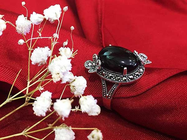 Nhẫn bạc nữ đính đá đen nghệ thuật