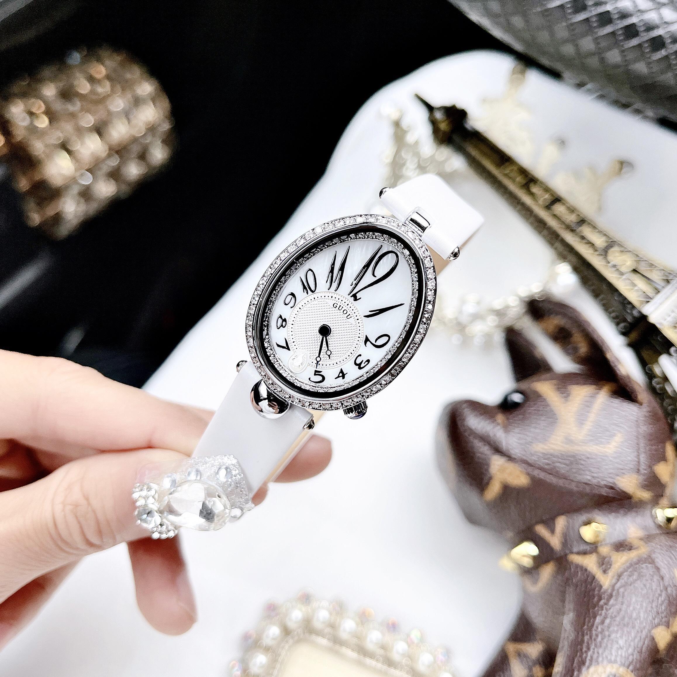 Đồng hồ hãng G.U.O.U dáng giọt nước