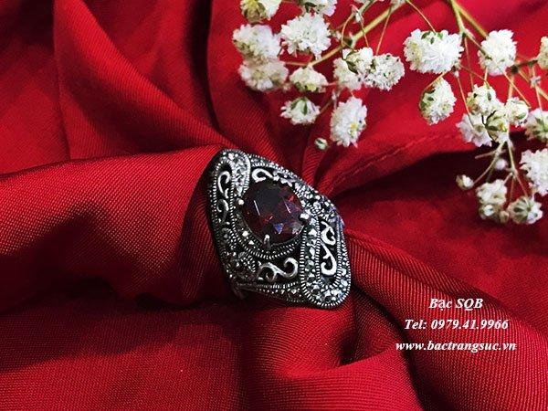Nhẫn bạc đính đá đỏ đẹp sang trọng nghệ thuật