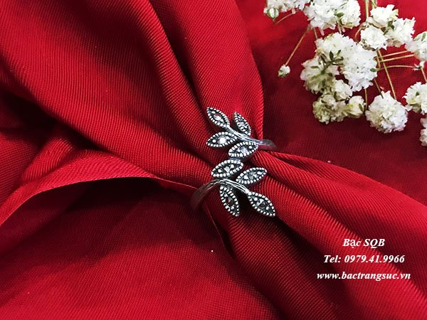 Nhẫn bạc nữ hình lá đính đá Thái lan